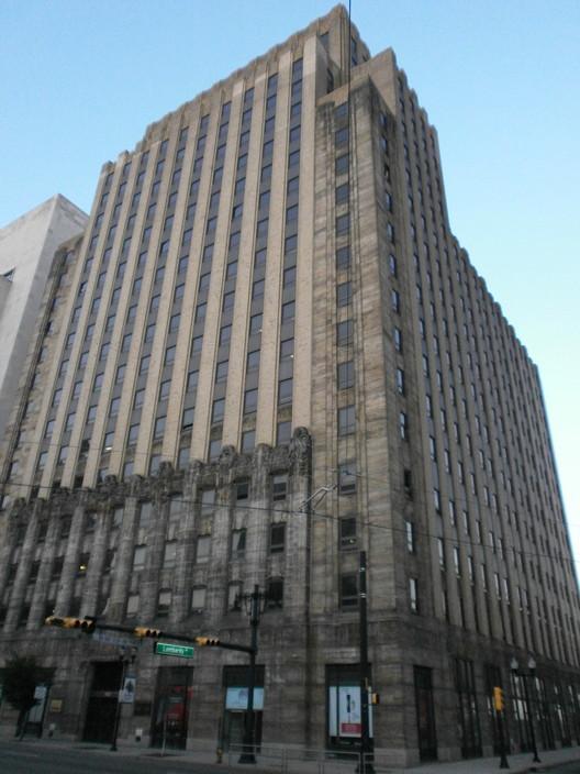 El edificio New Jersey Bell Headquarters en Newark, Nueva Jersey, completado en 1929. Imagen © Wikipedia user Hudconja