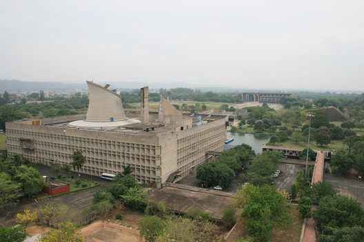 Chandigarh's Palace of the Assembly in the foreground facing the High Court in the background. Image © Flickr CC user Eduardo Guiot