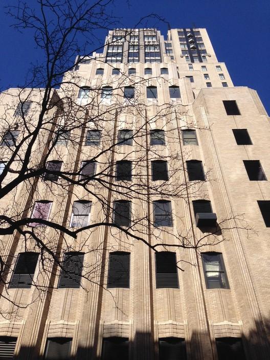 """Los elaborados detalles Art Deco de Walker Tower fueron """"minuciosamente"""" restaurados en una reciente renovación del edificio. Imagen © David Langdon"""