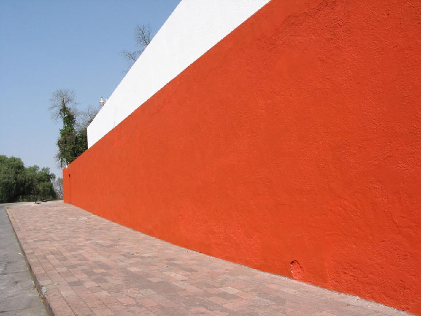 Muro Rojo, Luis Barragán. Image Cortesía AngelFire