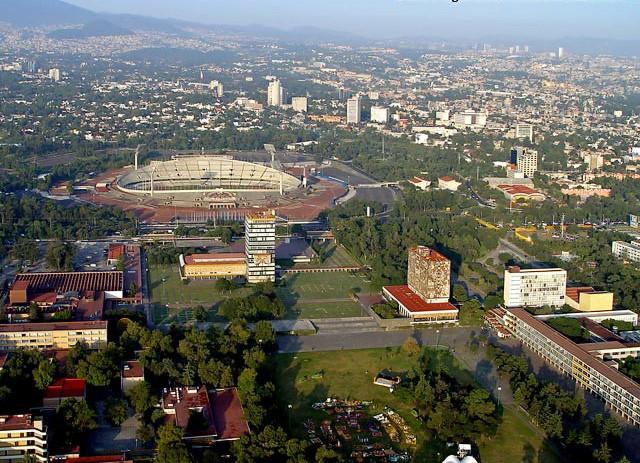 UNAM, Mario Pani y Enrique del Moral . Image © imagenesaereasdemexico.com