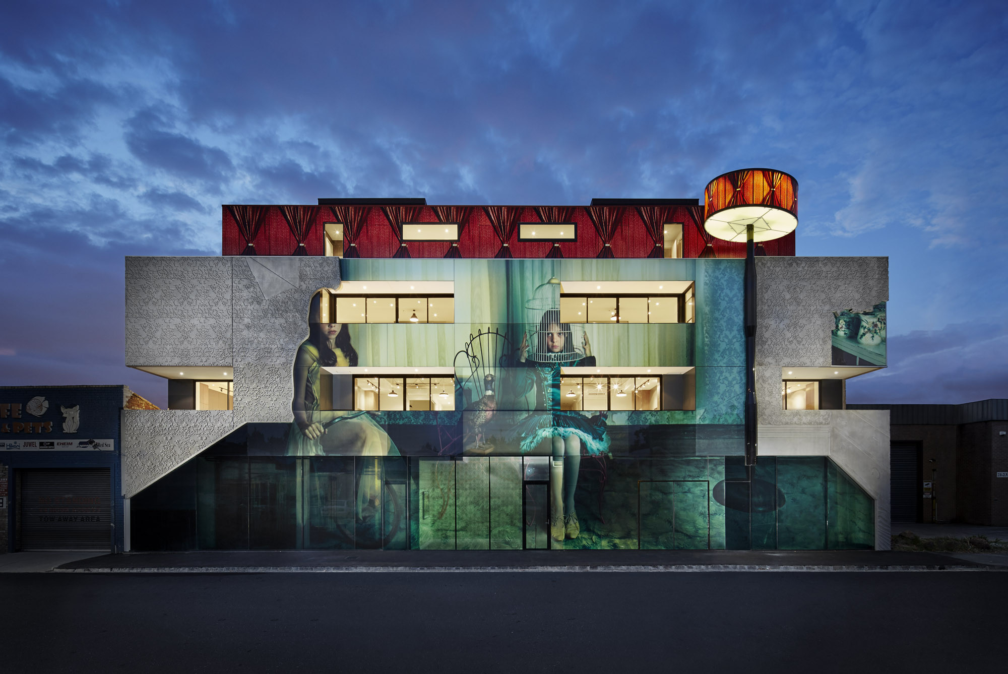 Edificio 2 Mujeres / Kavellaris Urban Design, © Peter Clarke