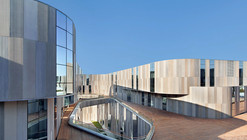 Fábrica Aimer Fashion / Crossboundaries Architects