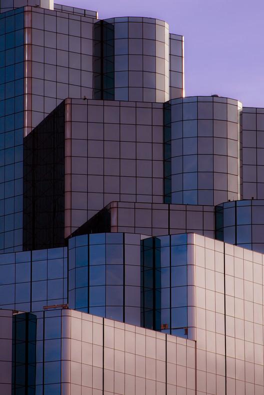 Edificio Malla. Imagen © Nikola Olic