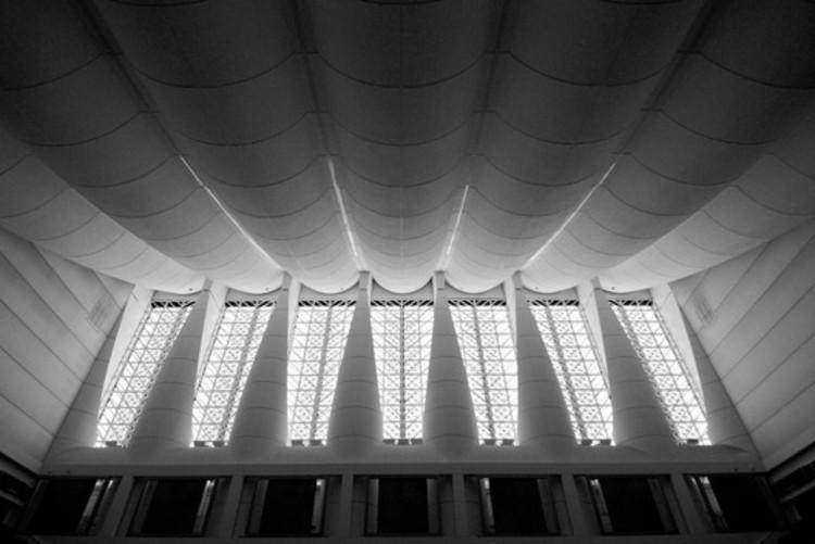 Ornamentación de la sala de debates. Image © Jeffrey van der Wees