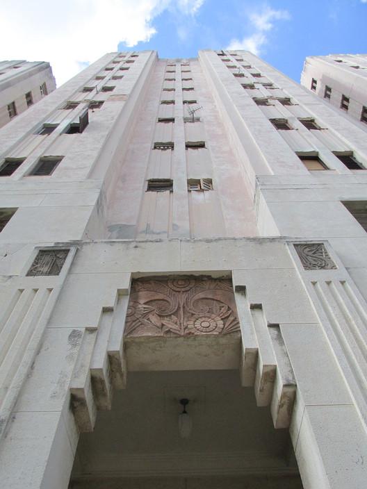 Edificio Pérez Serrano. Image © Karina Nogales