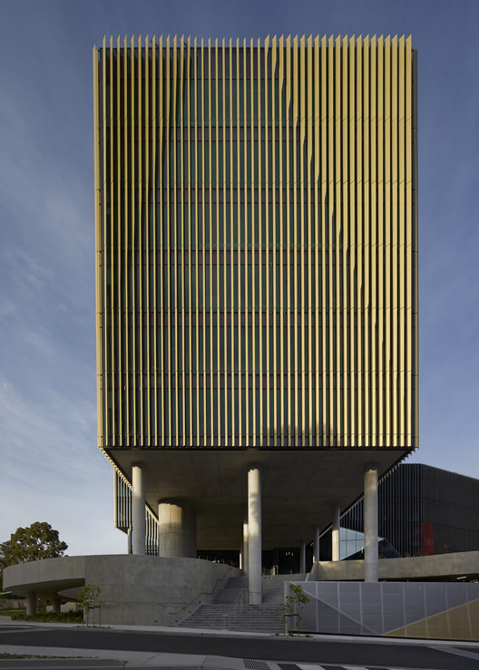 Burwood Highway Frontage Building / Woods Bagot, © Peter Bennetts