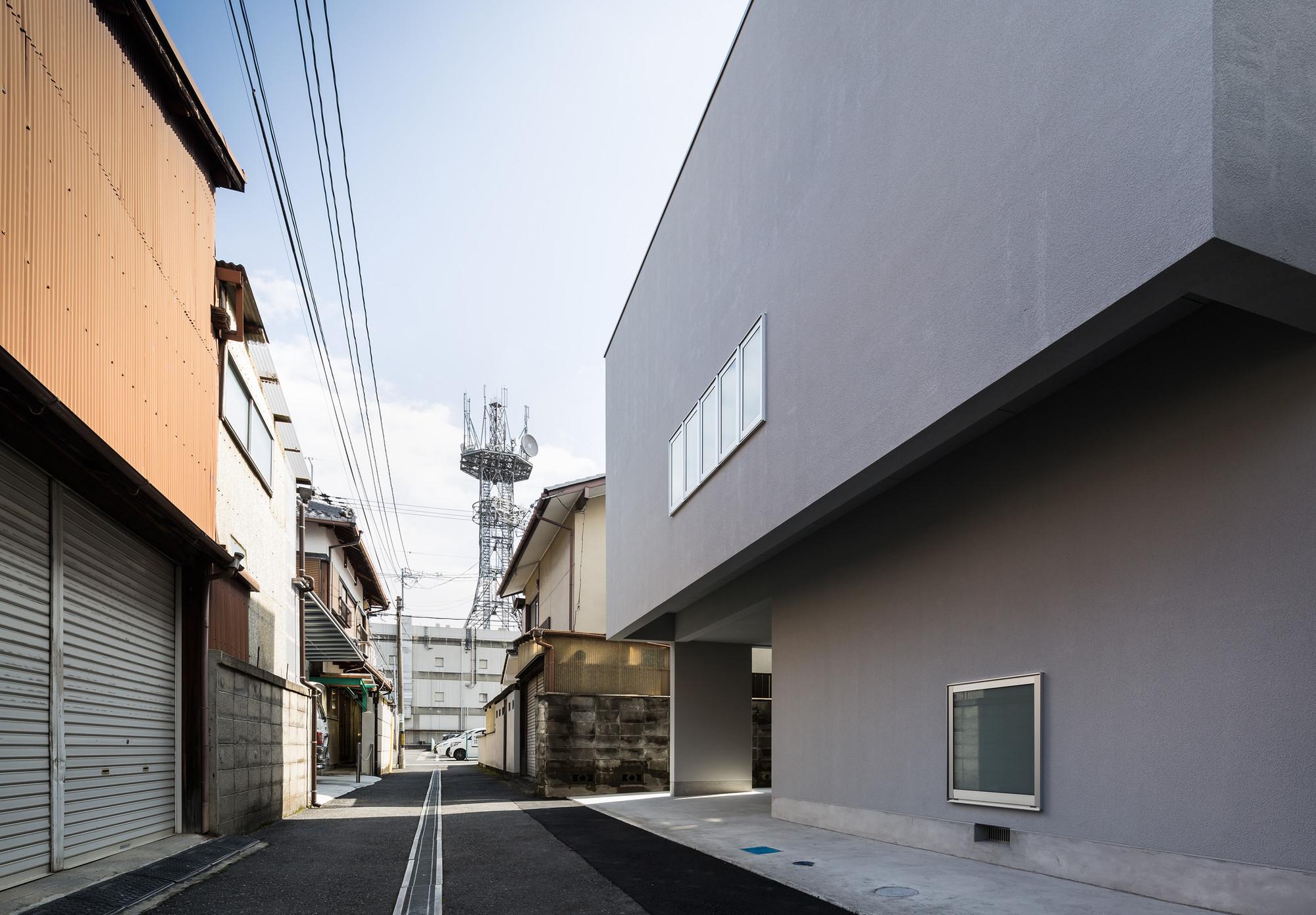 © Yoshihiro Asada