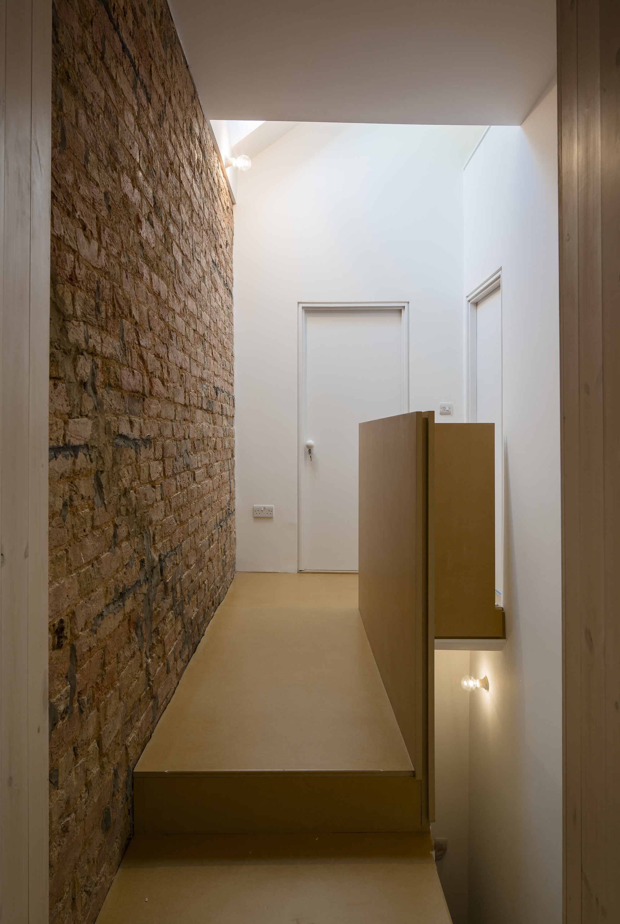 Gallery of house of trace tsuruta architects 25 for Tapisserie tete de lit