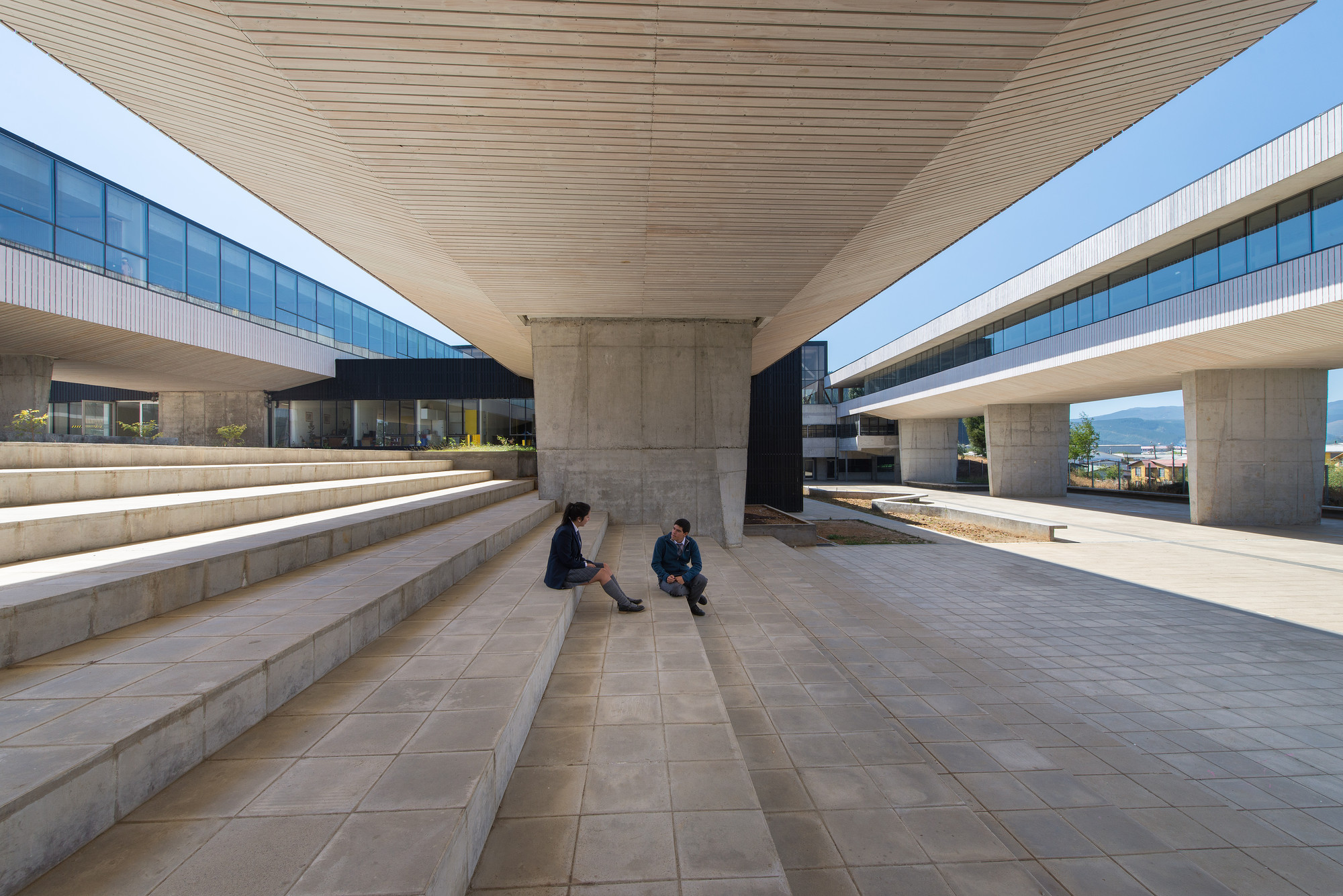 Liceo Mariano Latorre / Macchi - Jeame - Danus  & Boza - Boza - Labbé - Ruiz Risueño, © Felipe Díaz Contardo