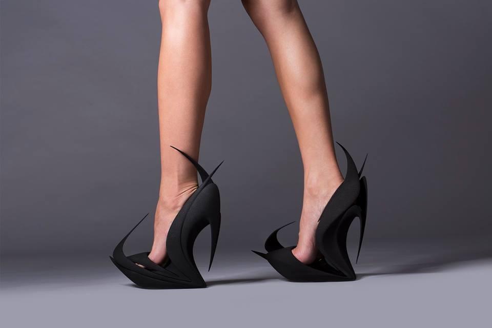 Zaha Hadid expone un zapato hecho con impresión 3D en la Semana del Diseño de Milán, FLAMES / Zaha Hadid. Imagen © United Nude