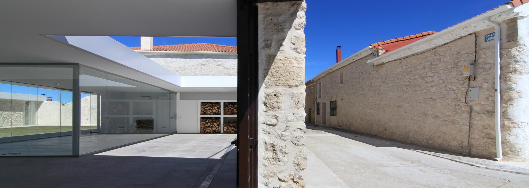 Rehabilitación patio en Santibañez de Valcorba / Óscar Miguel Ares Álvarez, © Jesús J. Ruiz Alonso