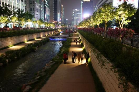 © Parque Cheonggyecheon. ©d'n'c, vía Flickr.