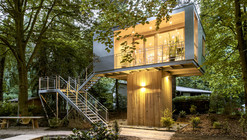 Casa na Árvore Urbana / baumraum