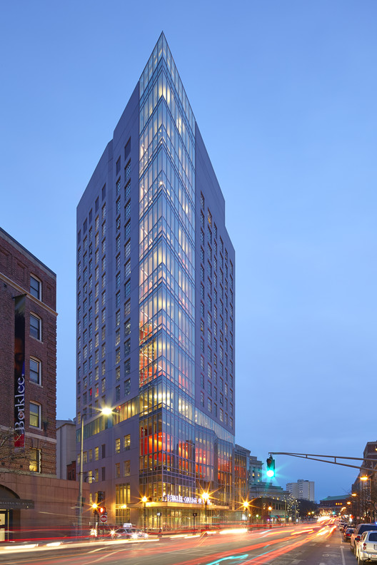 160 Massachusetts Avenue Tower / William Rawn Associates. Image © Bruce T. Martin Photography