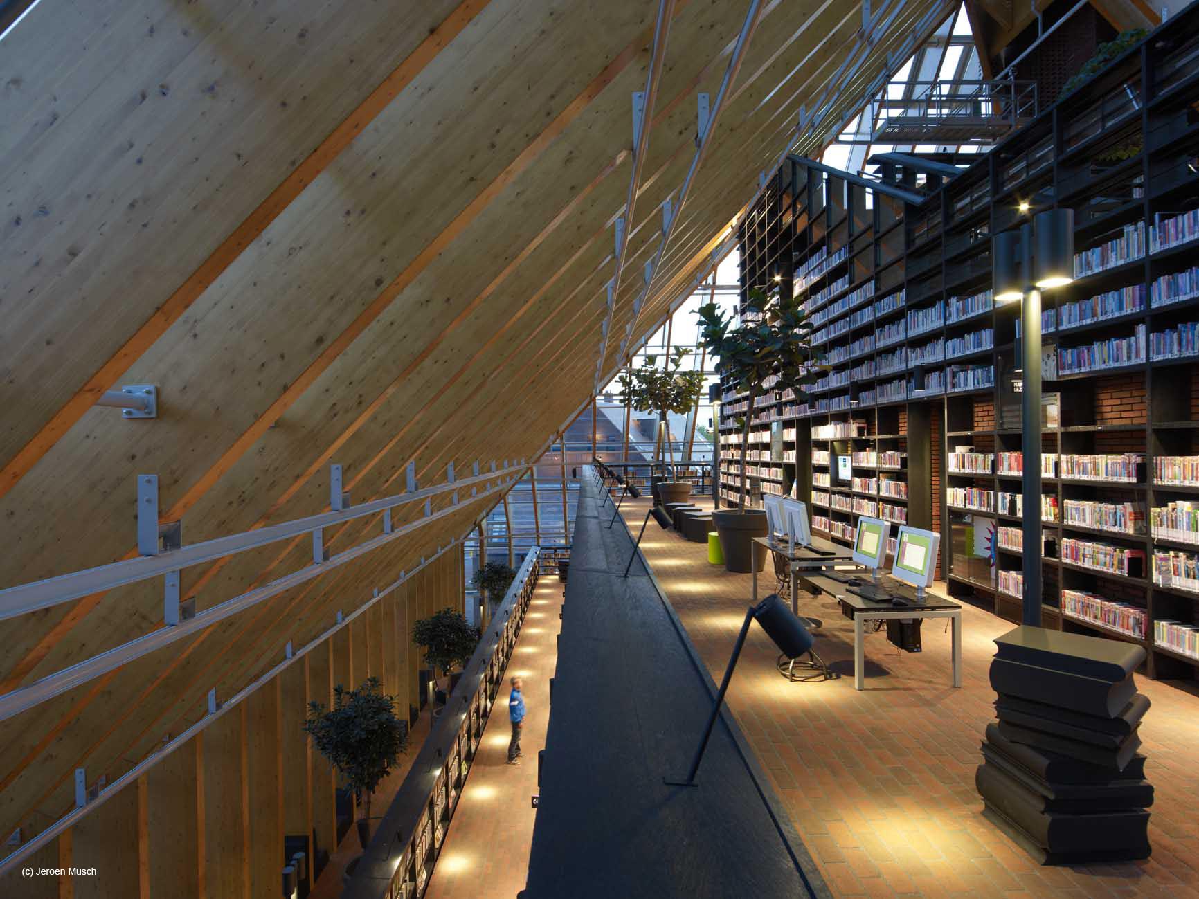 """Inscripciones abiertas para el """"Public Library of the Year Award"""", Book Mountain / MVRDV. Imagen © Jeroen Musch"""