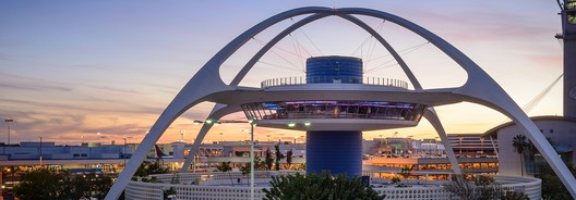 Thene Building, LAX. Image © <a href='https://www.flickr.com/photos/132084522@N05/16747302728'>Flickr user Sam valadi</a> licensed under <a href='https://creativecommons.org/licenses/by/2.0/'>CC BY 2.0</a>