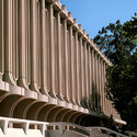 Jack Langson Library at University of California (Irvine). Image © Wikimedia user TFNorman