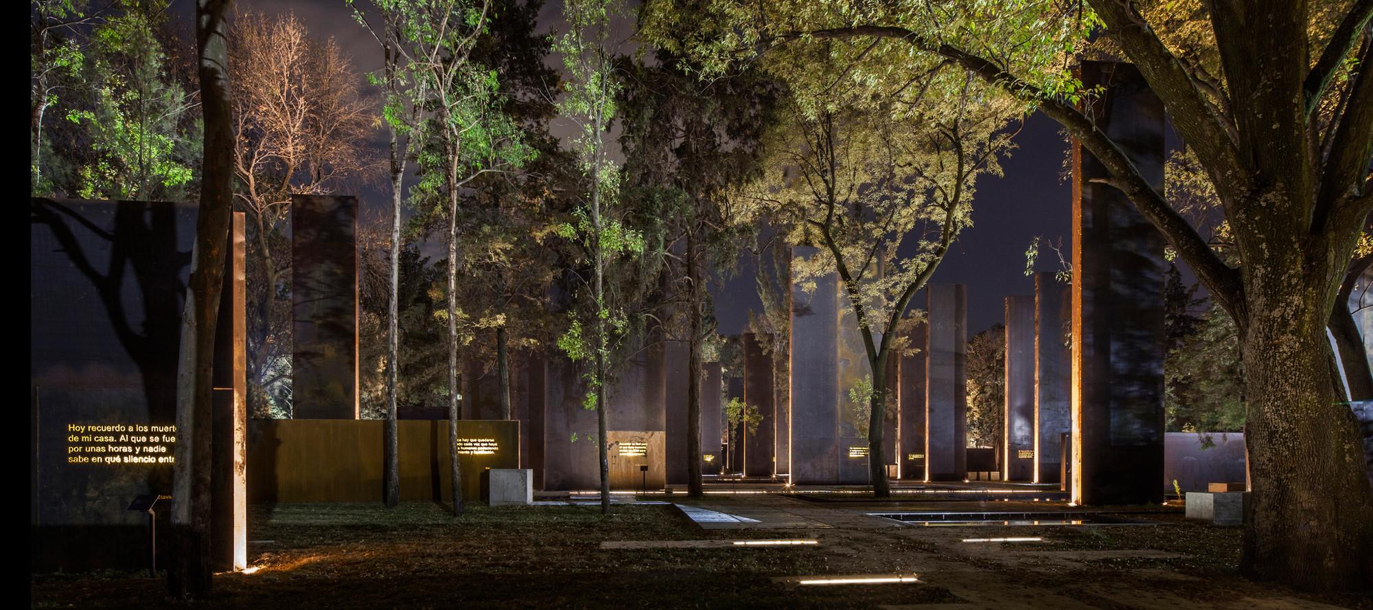 Monumento a las Víctimas de la Violencia en México, México; por Lighteam. Image Cortesia de Lamp Lighting