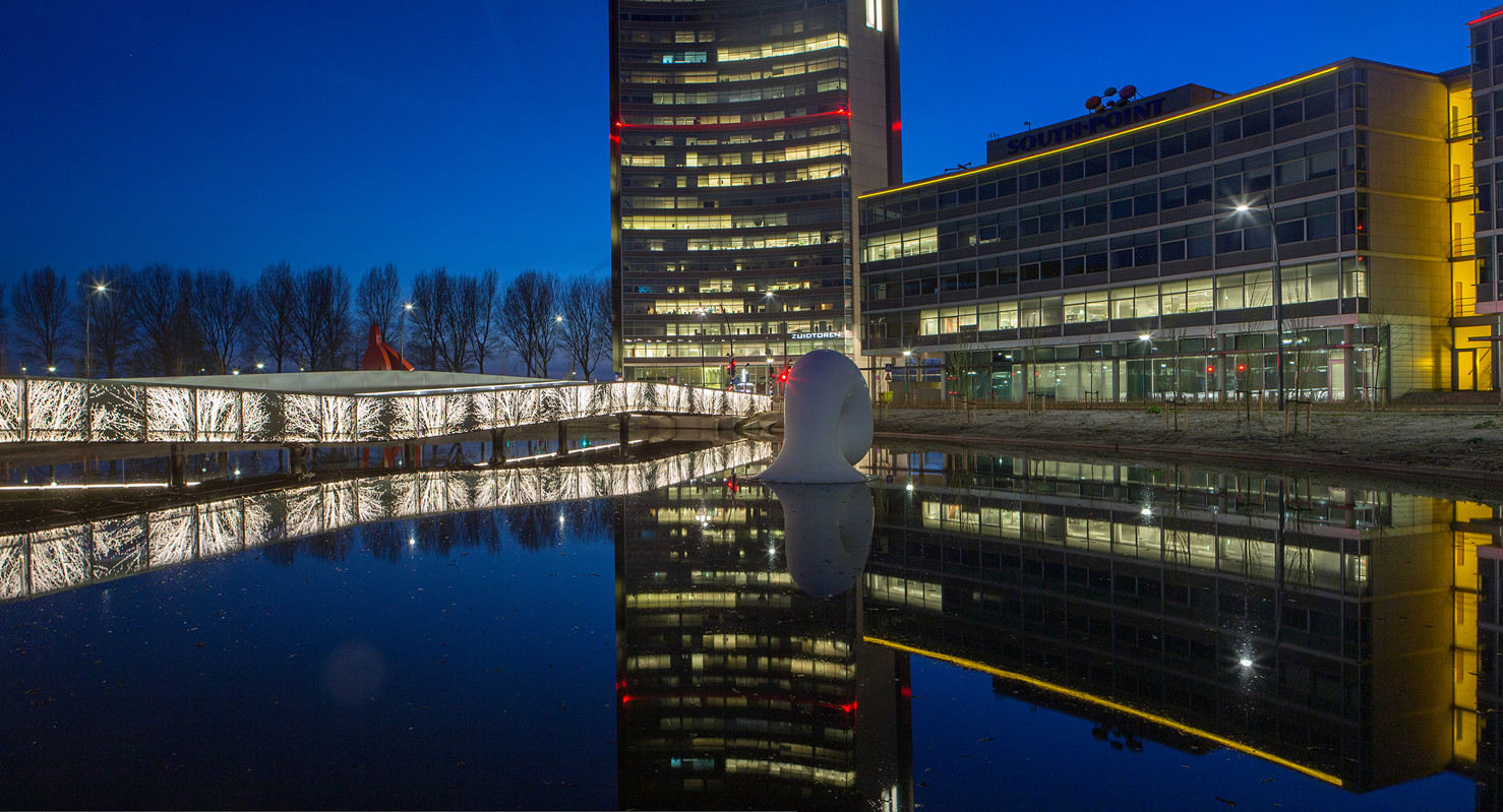 The Undulating Bridge Hoofddorp, Países Bajos; por Lodewijk Baljon landscape architects y Industrielicht. Image Cortesia de Lamp Lighting