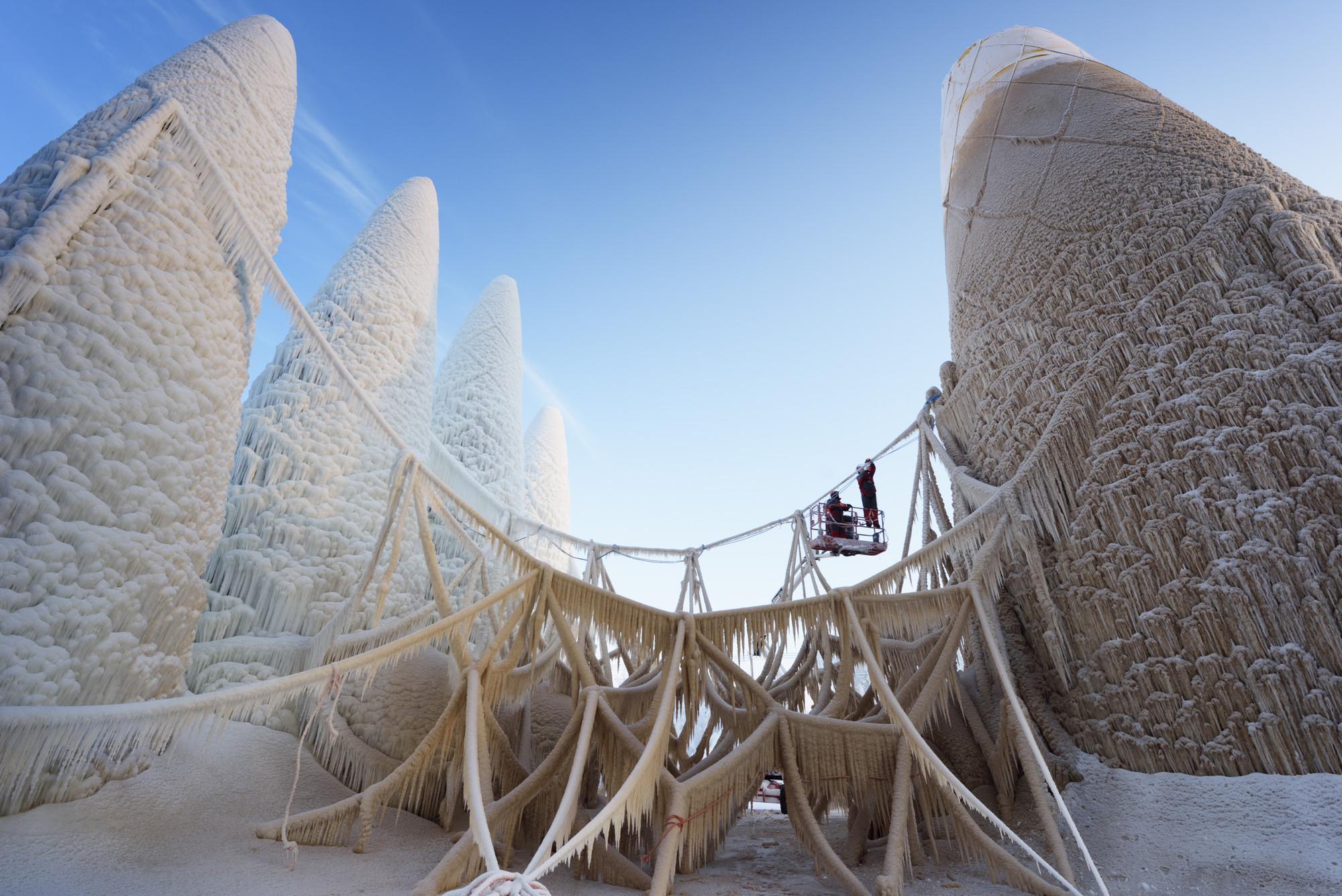La Sagrada Familia de Gaudí en el hielo. Imagen © Bart van Overbeeke