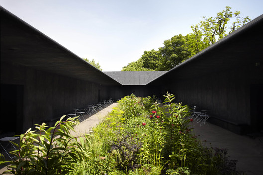 Serpentine Gallery Pavilion 2011. Image © John Offenbach