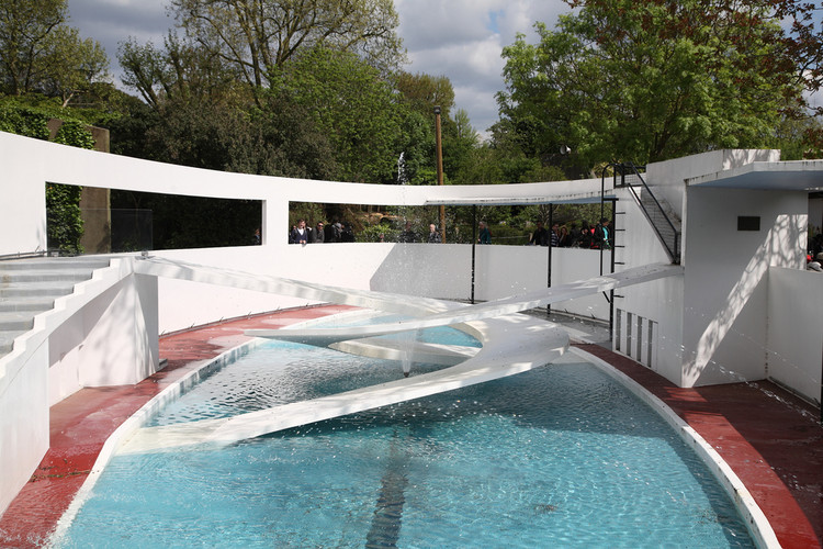 Berthold Lubetkin's Penguin Pool at the London Zoo is listed Grade I, yet in 2004 during maintenance the penguins seemed to prefer their temporary accommodation, and were never returned to the modernist enclosure. Image © Flickr CC user Steve Cadman