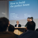 Isay Weinfeld discussing 'How to build the perfect house'. Image © Rodrigo Cardoso