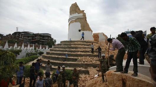 Video: Dron del Ejército sobrevuela Katmandú tras terremoto de Nepal, Vía Mashable [Twitter]
