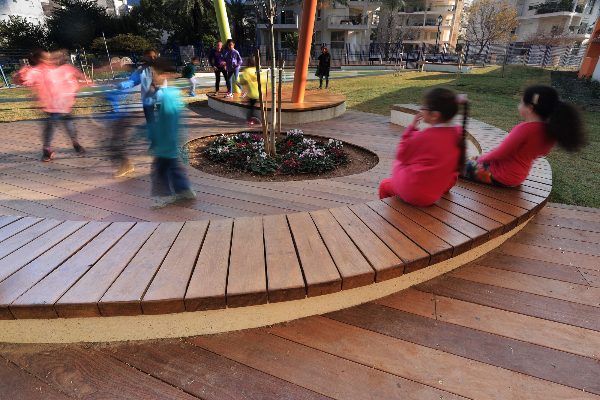 Rakafot school s grounds bo landscape architects archdaily for Haas landscape architects