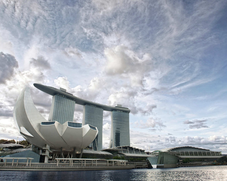 Artscience Museum and Marina Bay Sands in Singapore / Safdie Architects. Image © MBS Digital Media
