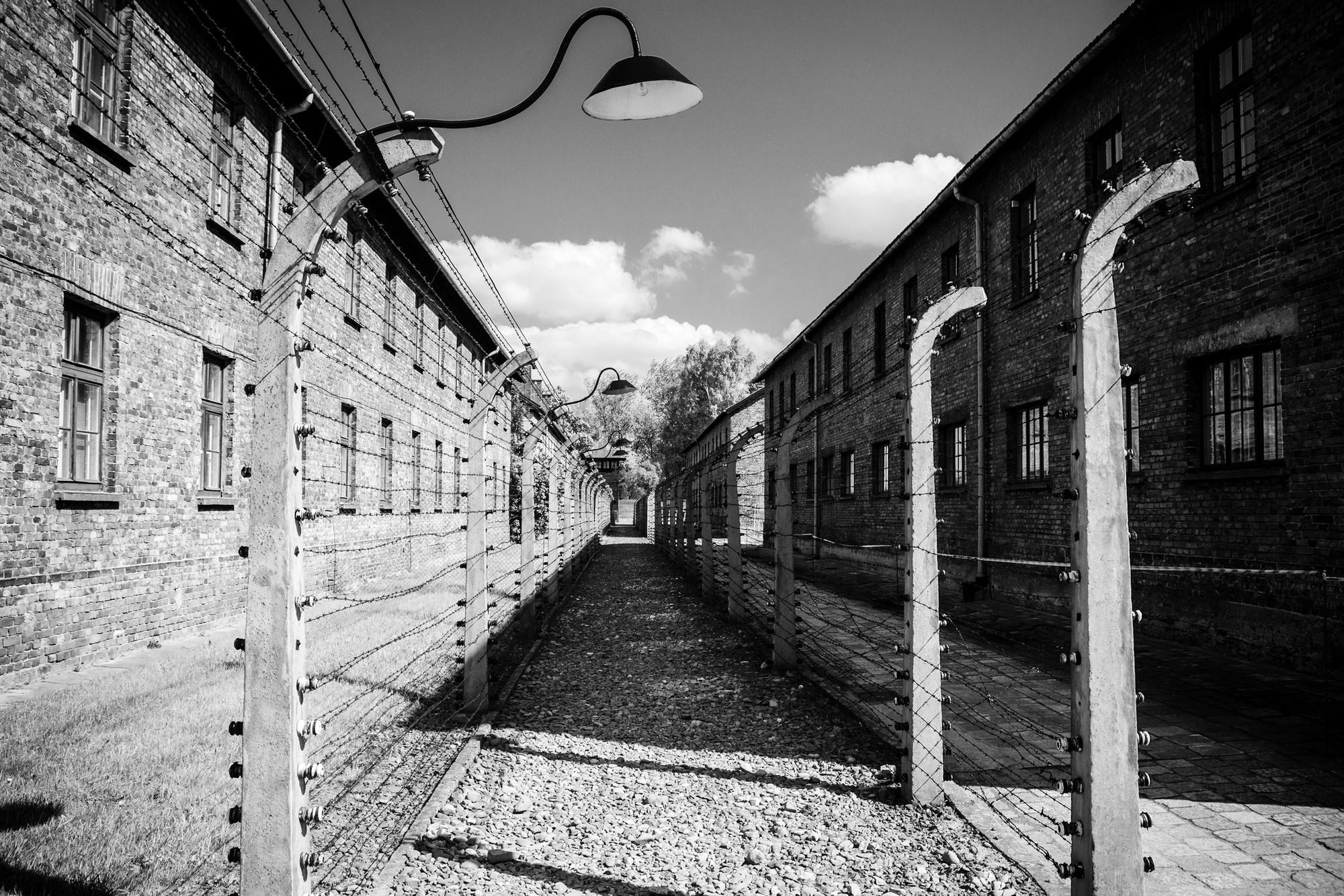 Campo de concentración Auschwitz-Birkenau. Image vía Adam Kuśmierz [Flickr CC]