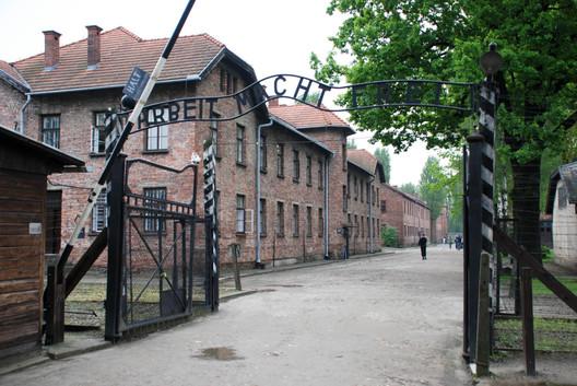 Campo de concentración Auschwitz-Birkenau. Image vía xiquinhosilva [Flickr CC]