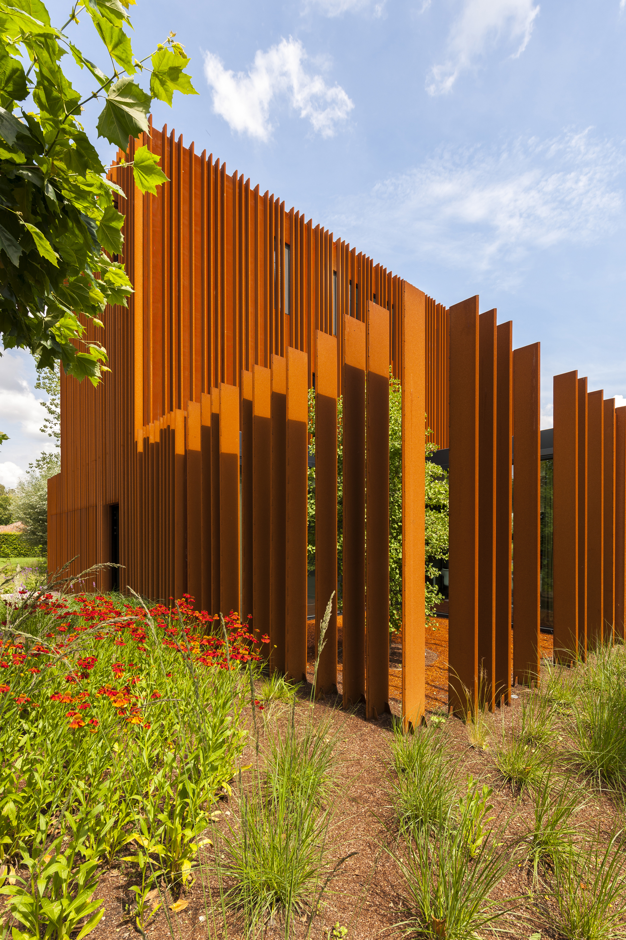 The Corten House / DMOA Architecten. Image © Luc Roymans
