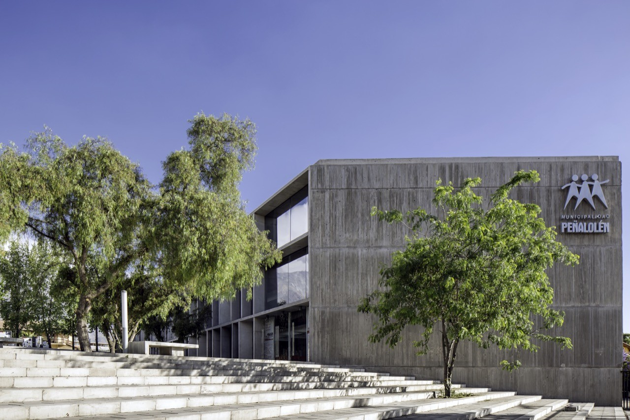 Centro de Atención al Vecino / Gubbins Arquitectos, Polidura + Talhouk Arquitectos, © Aryeh Kornfeld