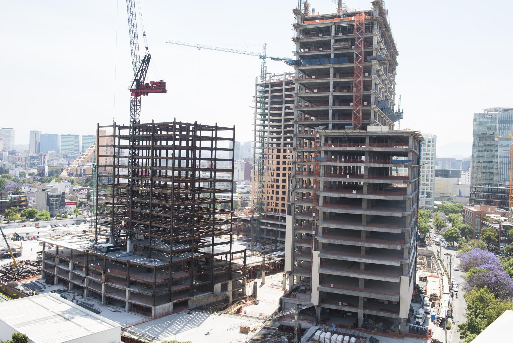 En construcción: Nuevo centro urbano en la Ciudad de México por Legorreta + Legorreta, Avance de obra, abril 2015. Image © Gigante Grupo Inmobiliario