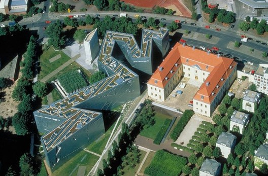 © Guenter Schneider <a href='https://commons.wikimedia.org/wiki/File:JewishMuseumBerlinAerial.jpg'>via Wikimedia</a> licensed under <a href='https://creativecommons.org/licenses/by/3.0/deed.en'>CC BY 3.0</a>. ImageJewish Museum, Berlin