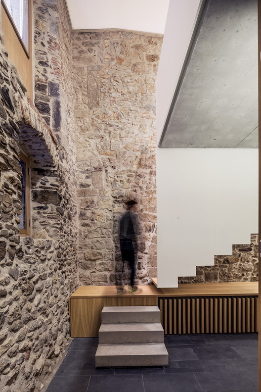 New Arquia Banca Office in Girona / Javier de las Heras Solé, © Adrià Goula
