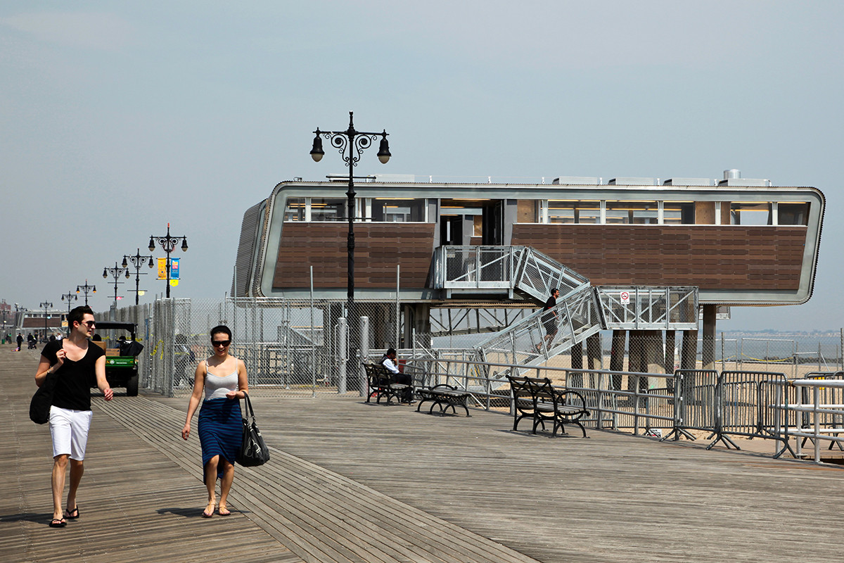 New York City Beachfront Restoration / Garrison Architects. Image Courtesy of TAKTL