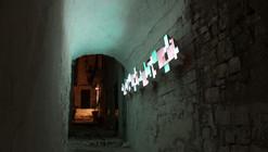 Le Finestre: instalación en Ostuni que revaloriza el espacio histórico por medio de la luz