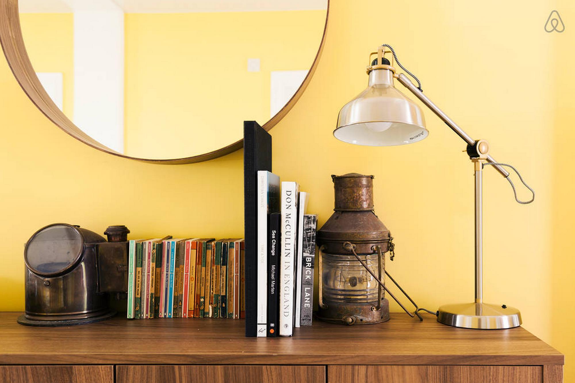 La casa flotante está lleno de toques hogareños. Imagen cortesía de Airbnb