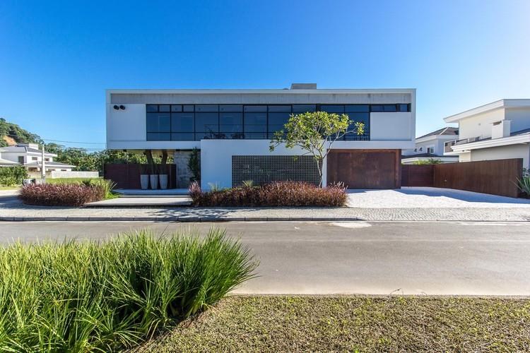 Casa Hayashi / Thiago Borges Mendes Arquitetura, © Larry Sestrem