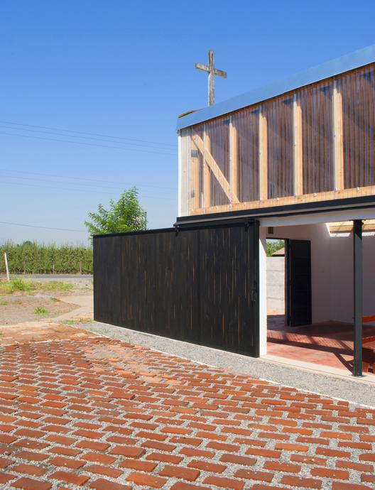 Rehabilitación de capilla rural en Teno: una extensión del espacio doméstico, © Miguel Salinas