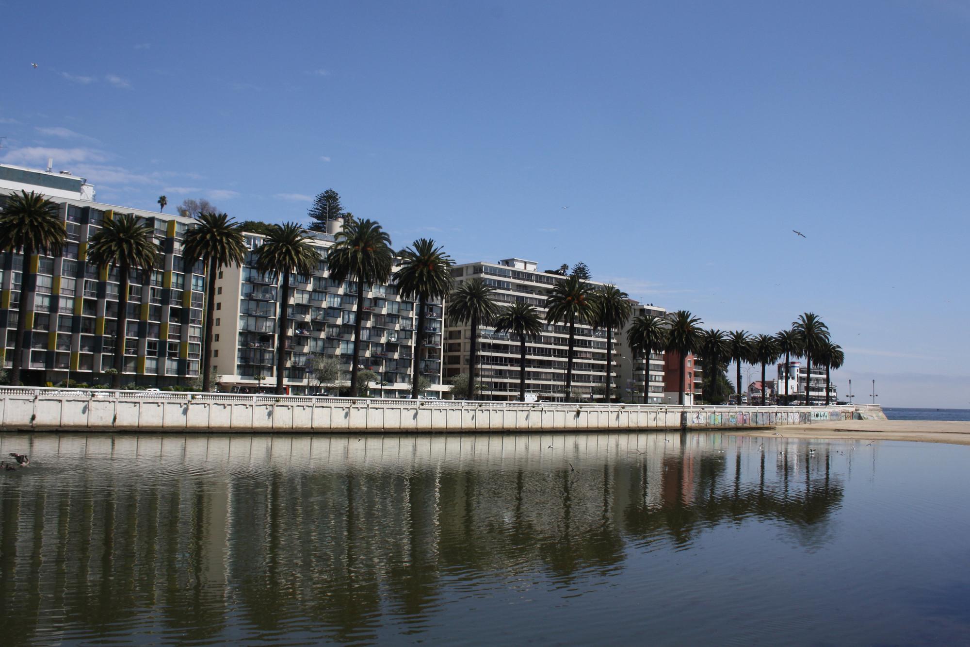 Vista Av. La Marina. Image © Natalia Yunis