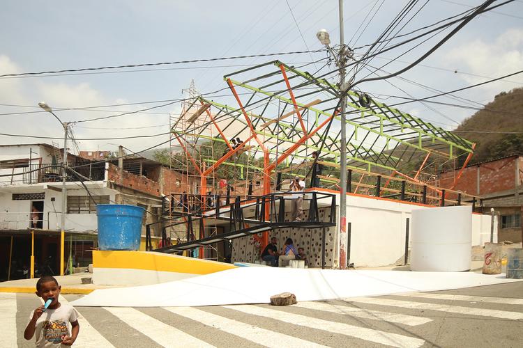 Espacios de Paz 2015: cinco ciudades, cinco comunidades, veinte colectivos de arquitectura, La Guaira / Valle del Pino. Image © José Tomás Franco