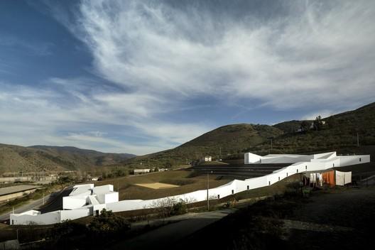 High Performance Rowing Centre in Pocinho. Image © Fernando Guerra | FG+SG