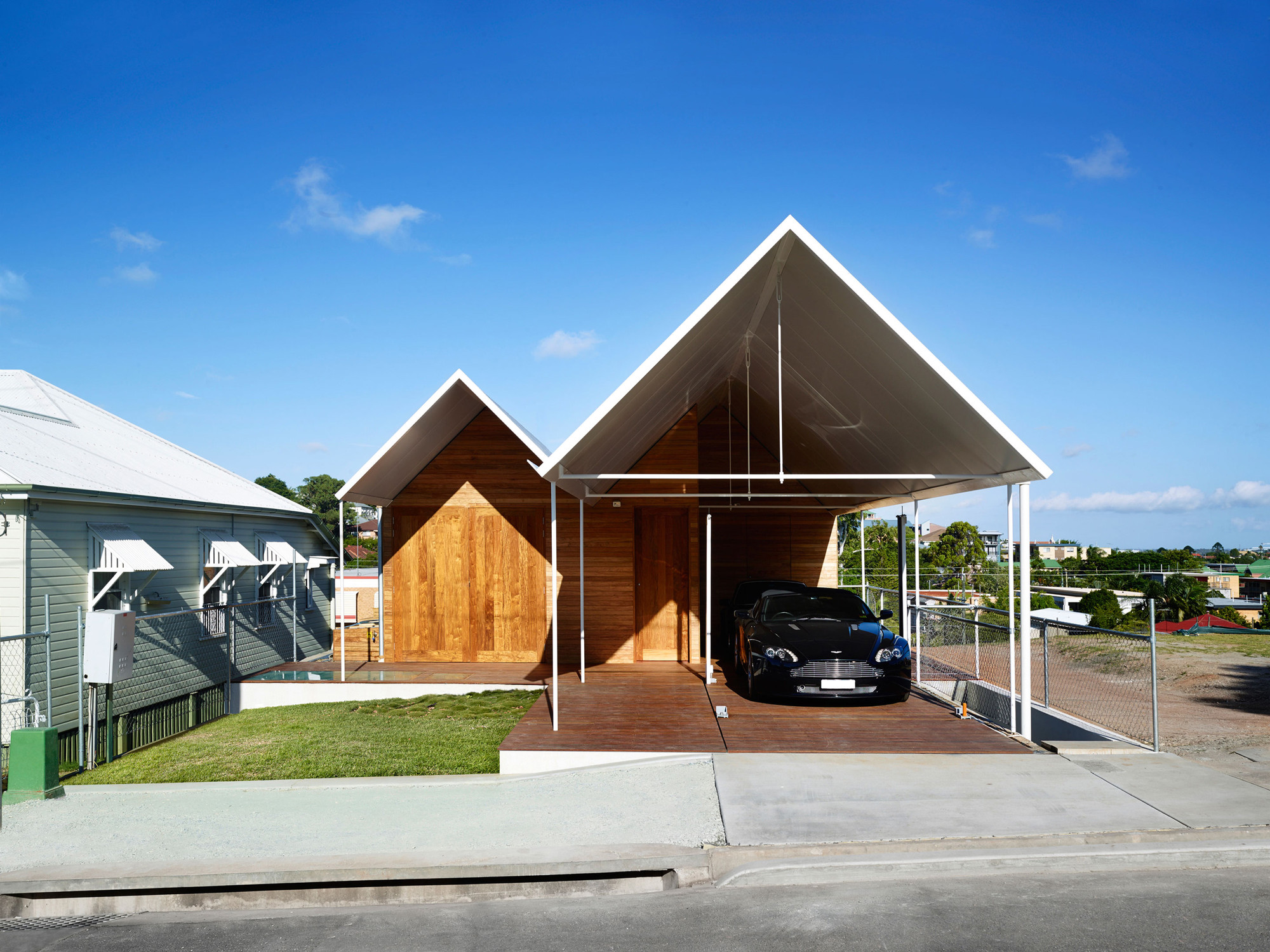Christian Street House / James Russell Architect, © Toby Scott