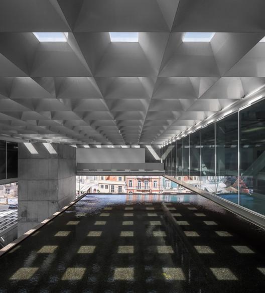Museu dos Coches / Paulo Mendes da Rocha + MMBB Arquitetos +  Bak Gordon Arquitectos, © Fernando Guerra | FG+SG