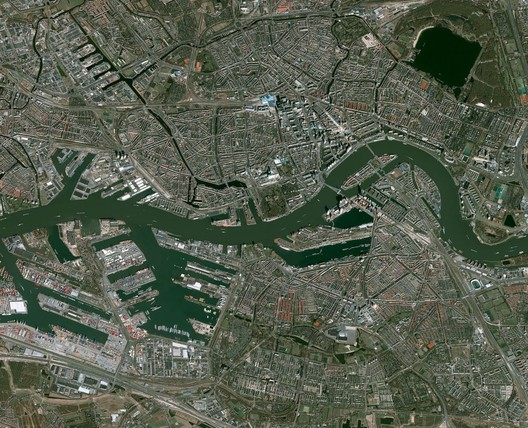 Aerial view of the port and city of Rotterdam. Image via AA Visiting School Rotterdam