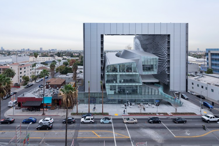 Morphosis Architects Headline AIA's 2015 Technology In Architectural Practice Innovation Awards, Stellar Architecture category winner: Emerson College Los Angeles / Morphosis Architects. Image ©  Iwan Baan